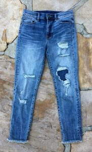 urban-outfitters-frayed-hem-jeans