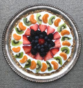 Fruit tart with date and cashew crust